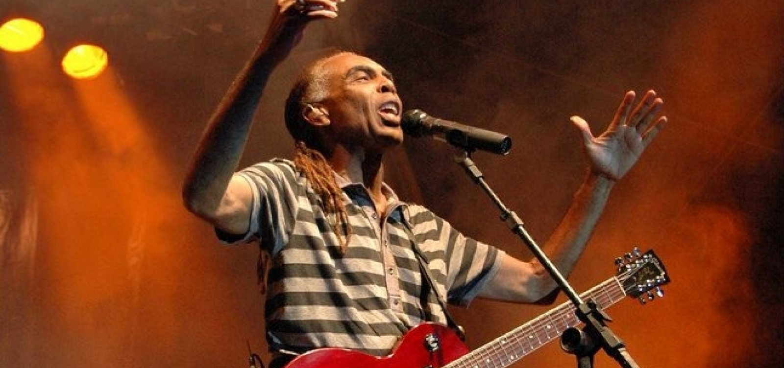 Gilberto Gil faz live junina neste domingo