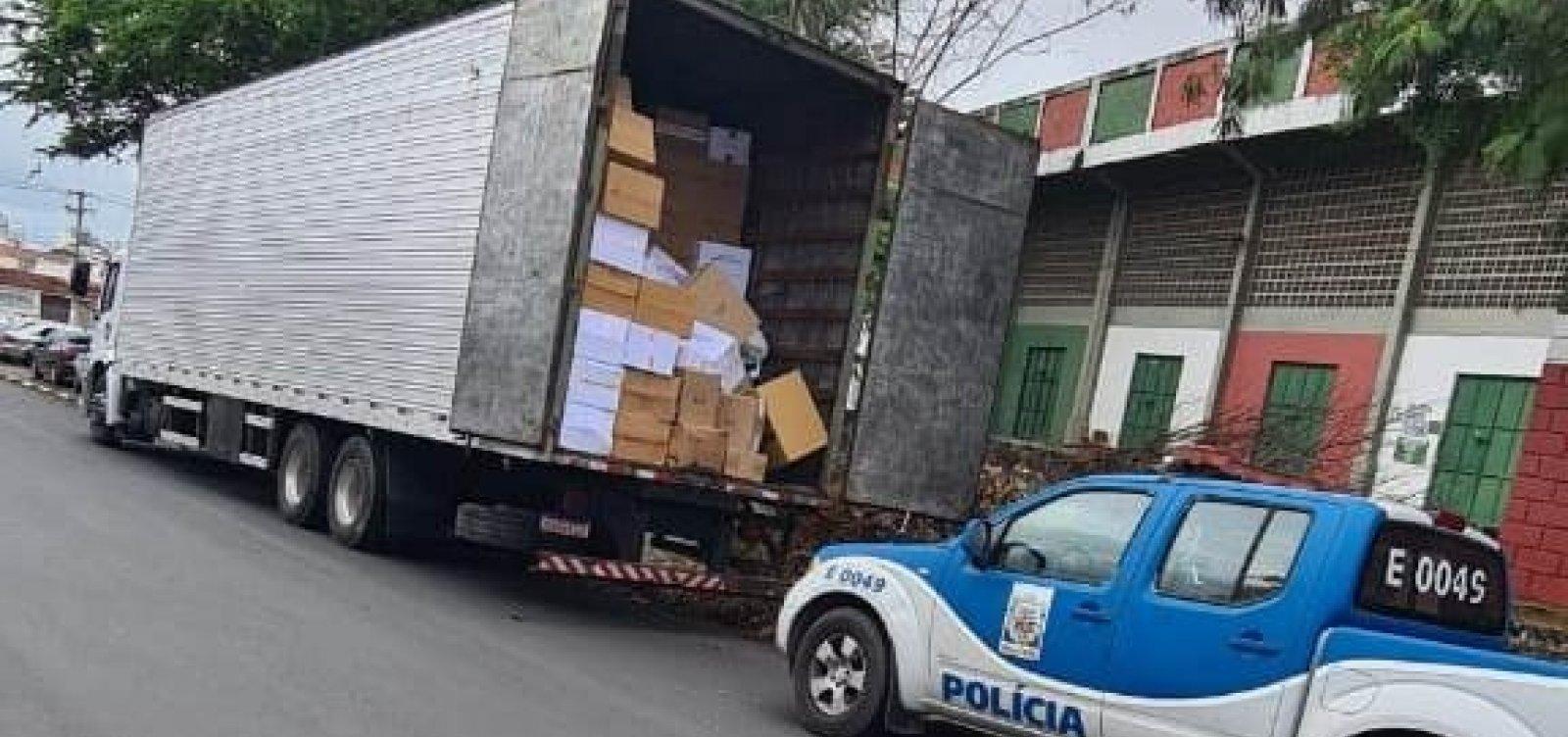 Caminhão com R$ 800 mil em produtos falsificados é apreendido pela polícia