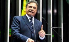 Senador Álvaro Dias se desfilia do PSDB do Paraná e vai para o PV