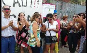Lojistas protestam contra atraso de entraga do Shopping da Gente