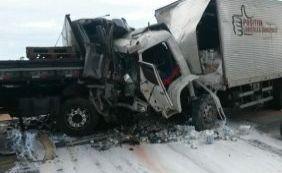 Criança morre e seis adultos ficam feridos em acidente na BR-101