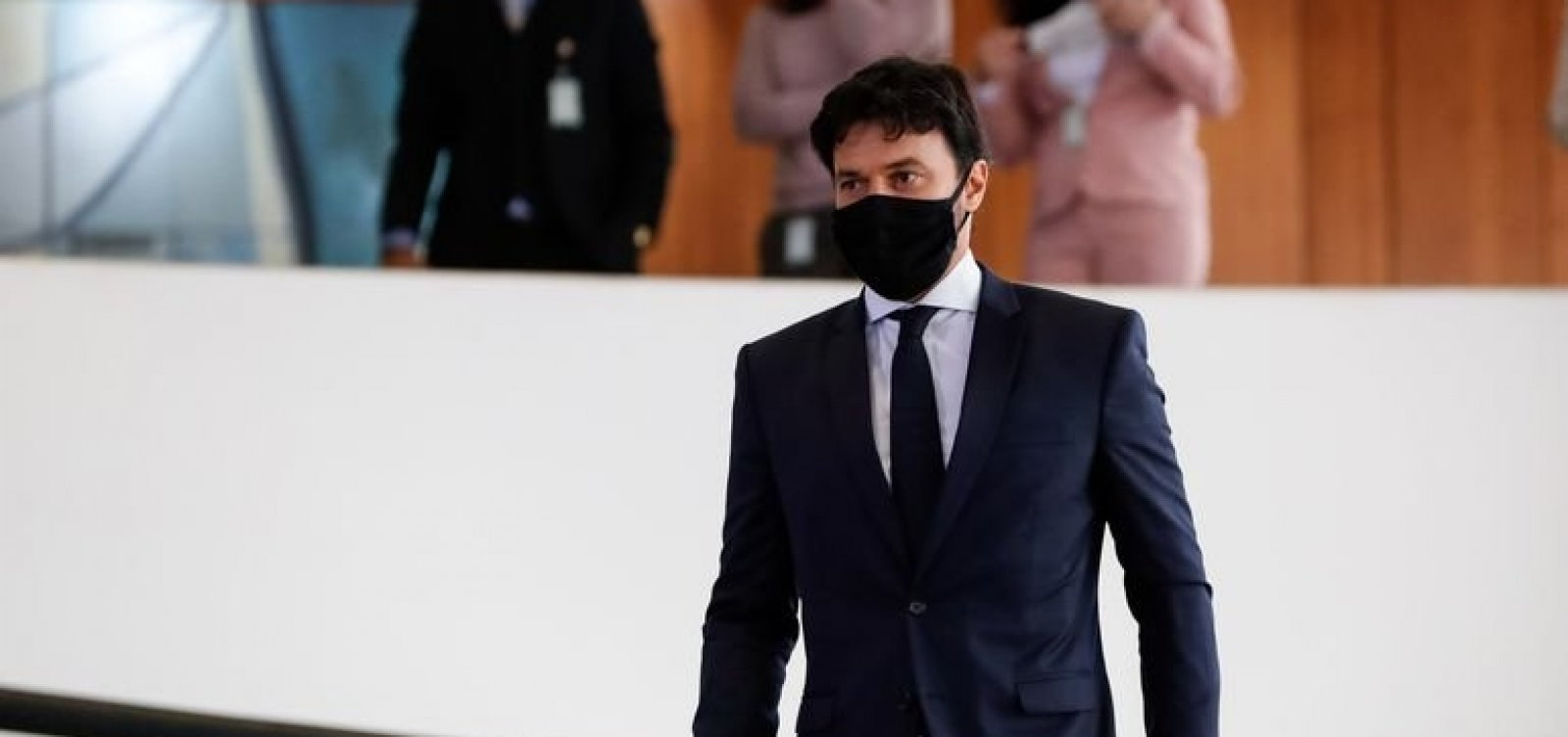 Ministro das Comunicações critica artistas e políticos que lamentam 500 mil mortes por Covid