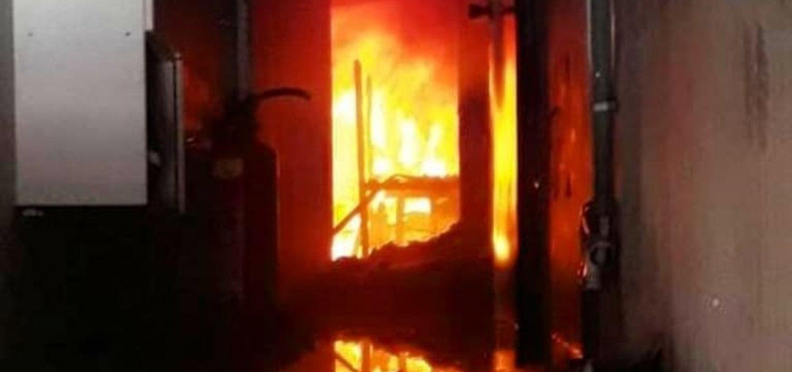 Incêndio destrói fábrica de colchões no Recôncavo baiano; fogo foi controlado pelos Bombeiros