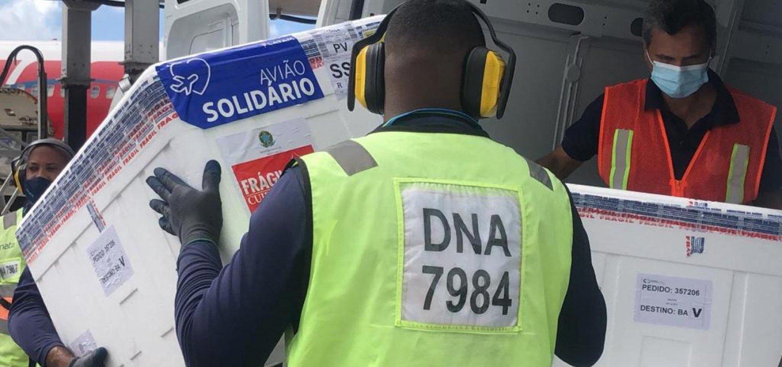 Bahia recebe doses de vacinas Coronavac e Janssen