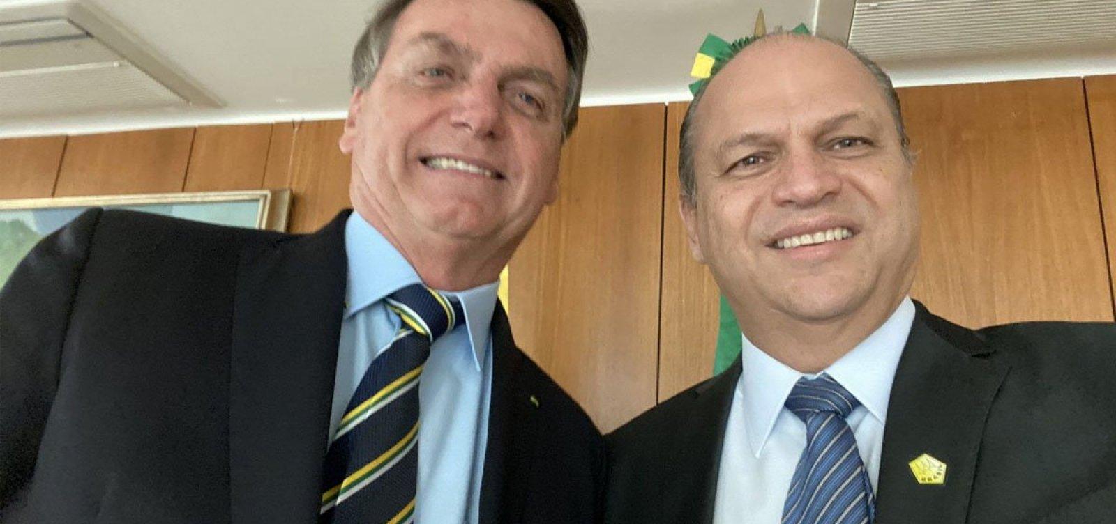 Em novo escândalo, governo Bolsonaro teria pedido um dólar de propina por dose de AstraZeneca aplicada