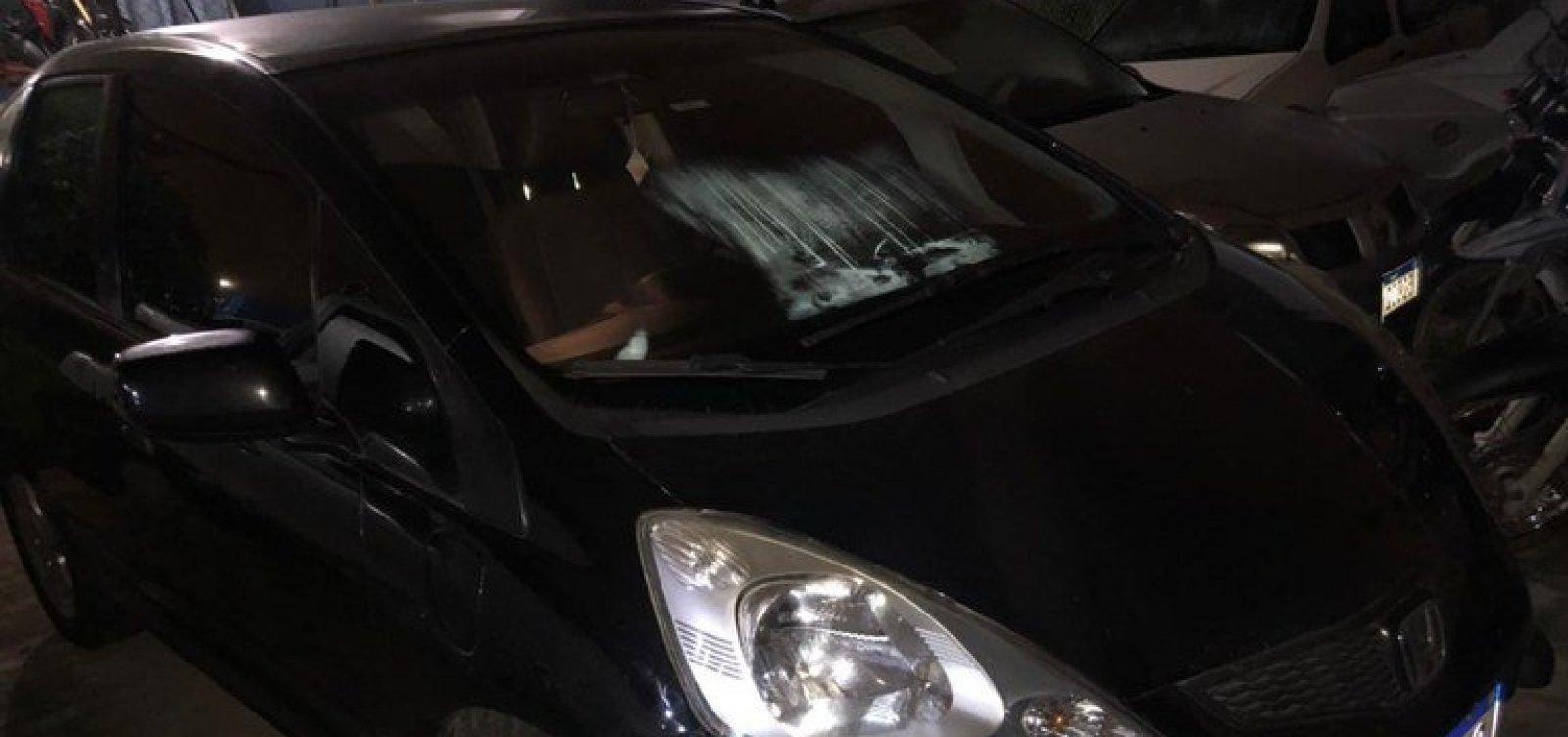 Homem é conduzido à delegacia após comprar carro clonado, sem saber, na internet
