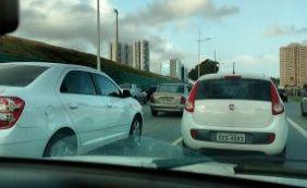 Manhã desta segunda-feira tem trânsito lento na Av. Paralela; confira