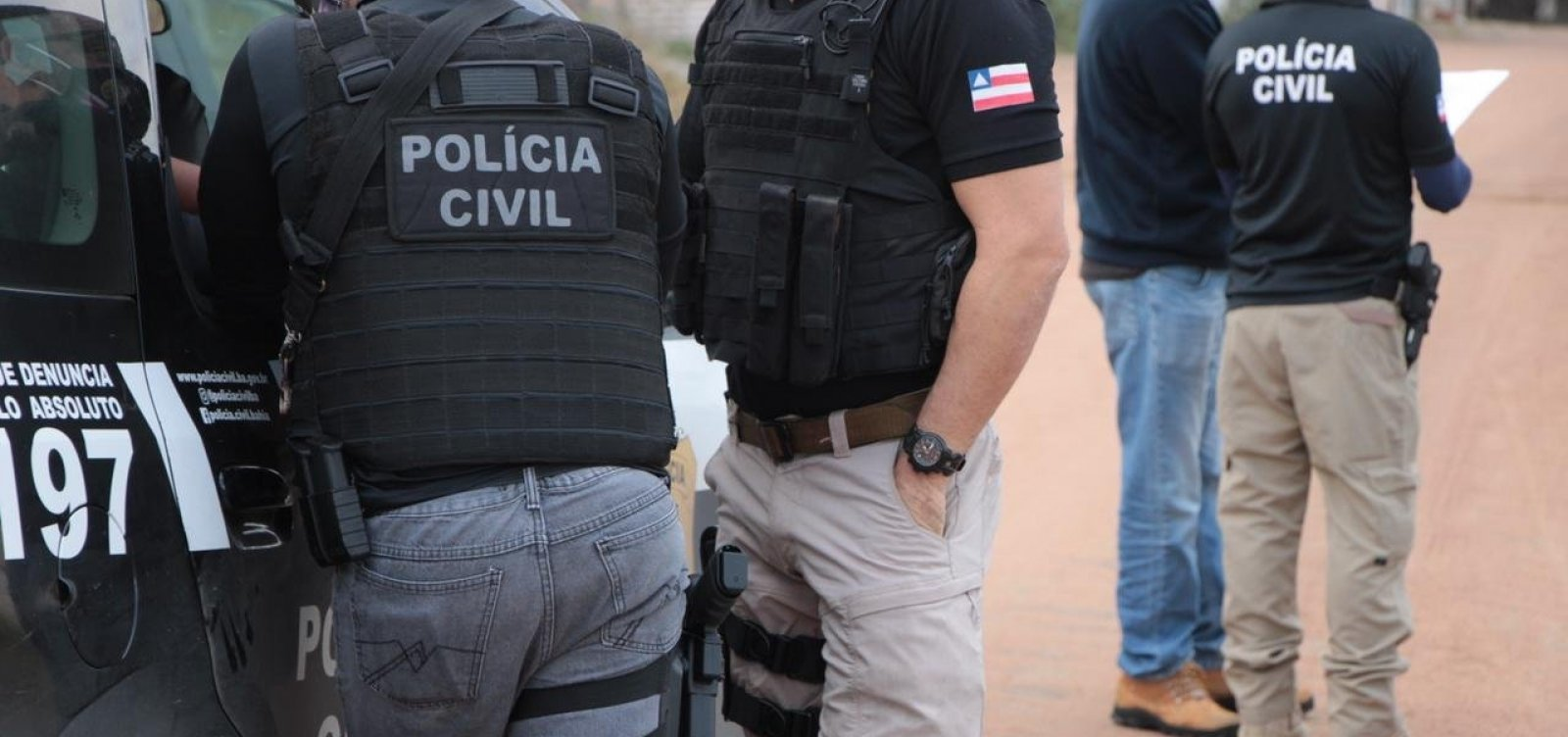 Polícia prende dois acusados de dar suporte logístico a ataques a bancos na Bahia
