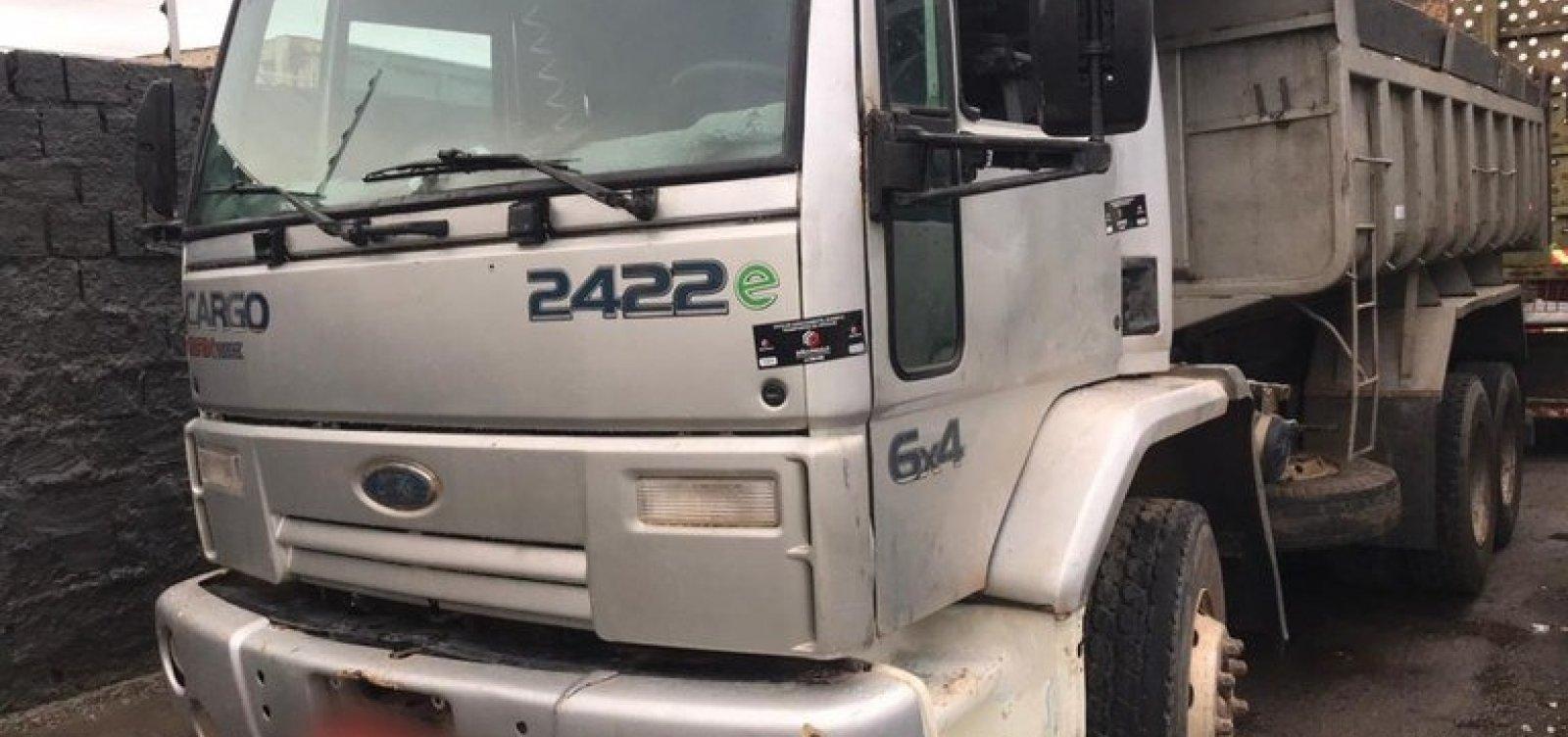 Menor de idade é flagrado dirigindo caminhão e fazendo manobras arriscadas na BR-324
