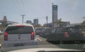 Motorista encontra tráfego congestionado no Rio Vermelho; confira o trânsito