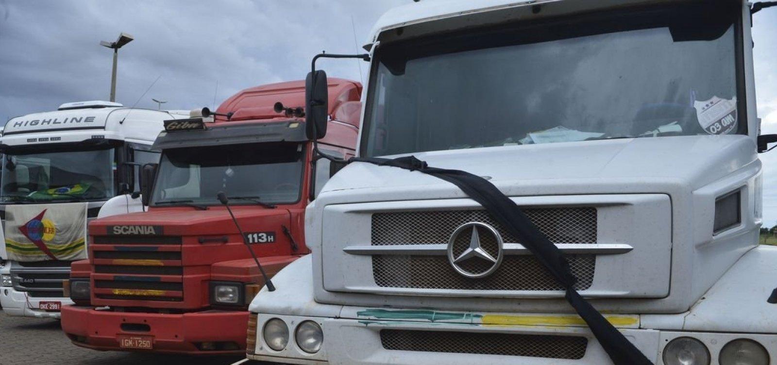 Cobrando promessas a Bolsonaro, grupo de caminhoneiros anuncia greve nacional para o dia 26