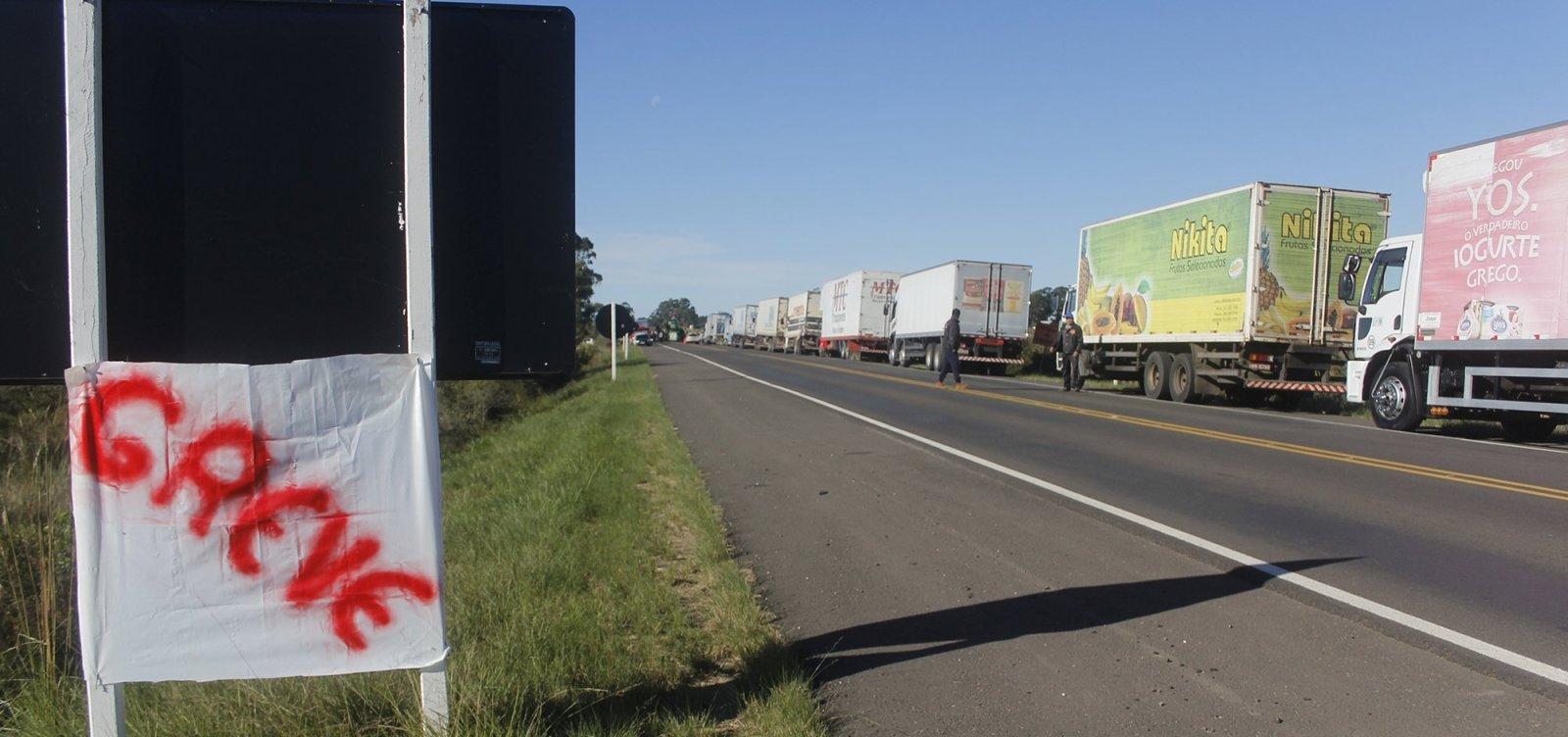 """Líder de caminhoneiros diz que categoria está """"no limite"""" com Bolsonaro"""