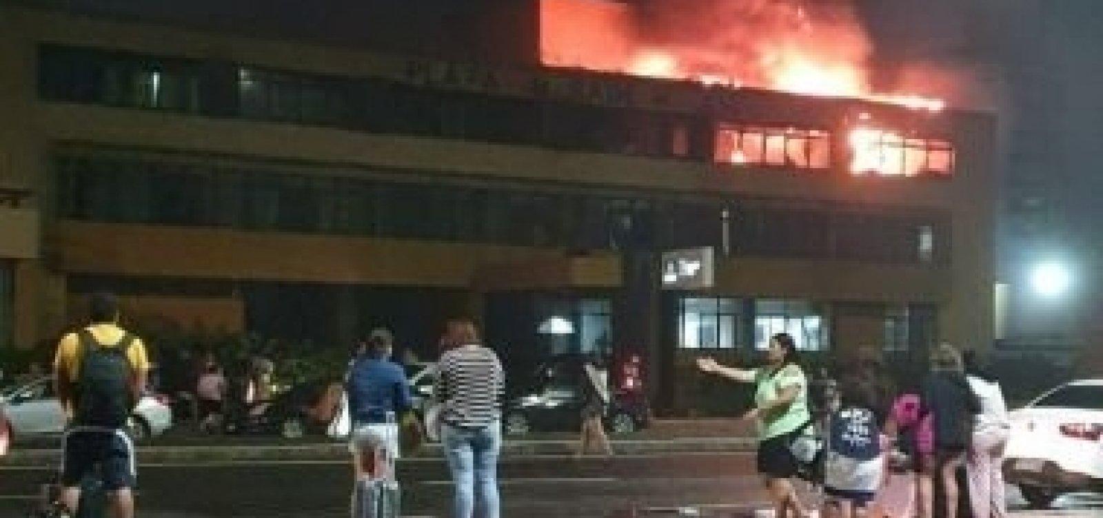 Hotel em Armação pega fogo e seis pessoas são socorridas