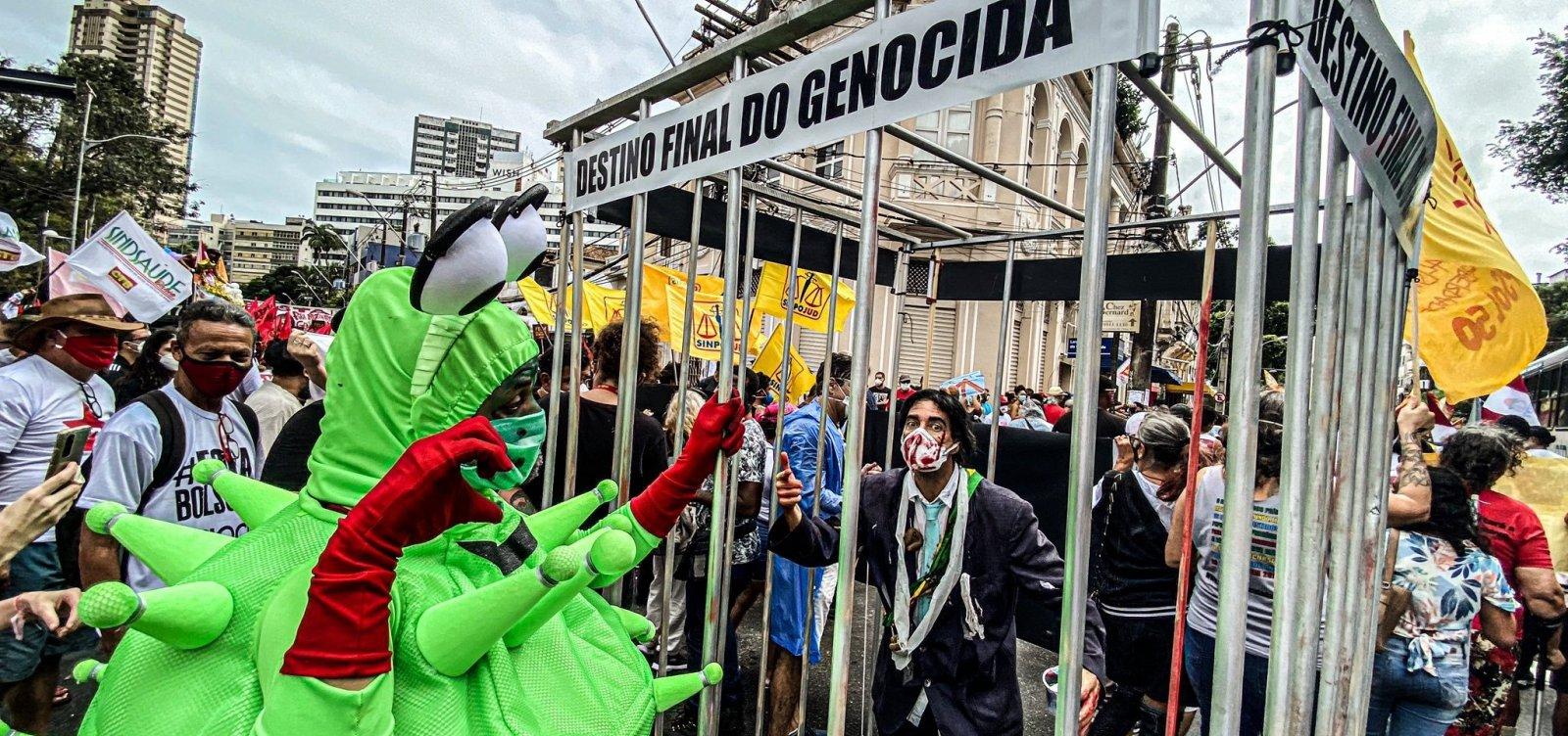 Mesmo com chuva, manifestantes fazem protesto contra Bolsonaro em Salvador