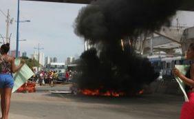 Manifestantes bloqueiam Av. ACM em protesto contra morte de jovem