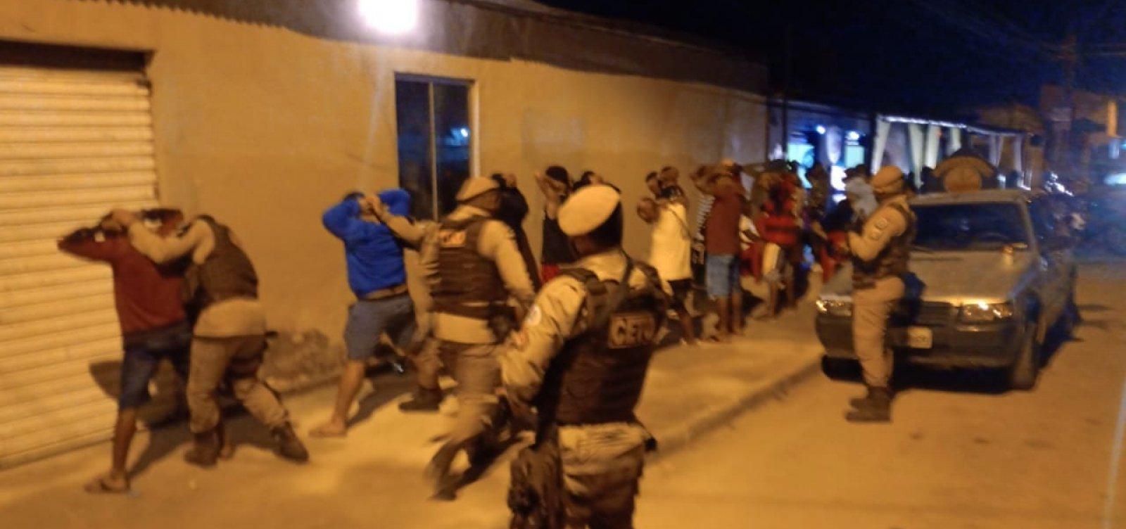 Festa paredão com mais de 300 pessoas é encerrada com polícia e bomba de gás