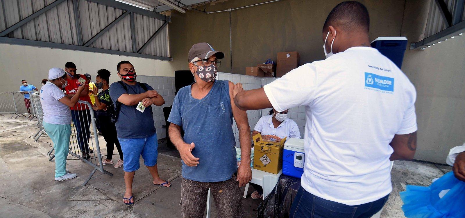 Vacinação em Salvador segue com aplicação apenas da 2ª dose nesta terça