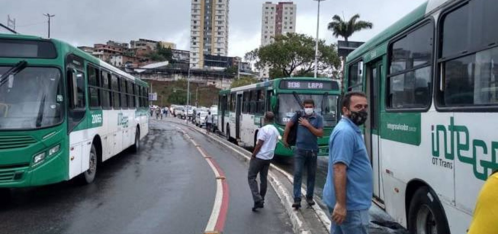 Rodoviários fecham entrada da Lapa em novo protesto para cobrar dívidas trabalhistas