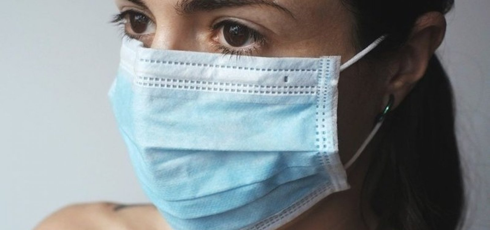 EUA volta a recomendar máscara em ambientes fechados para quem tomou duas doses de vacina contra Covid