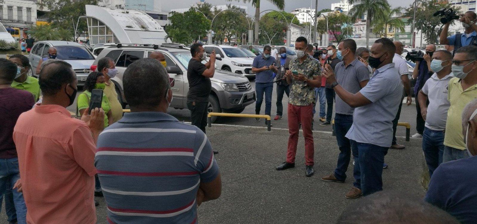 Por rapidez em indenização, rodoviários da CSN protestam em frente ao Fórum Ruy Barbosa