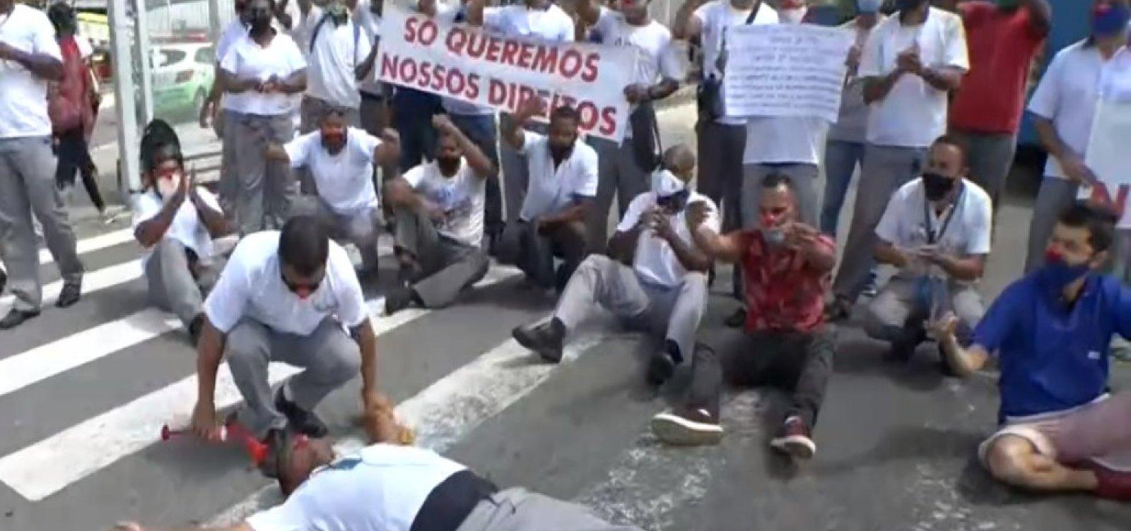 Rodoviários cumprem manhã de protesto e fecham estação Mussurunga