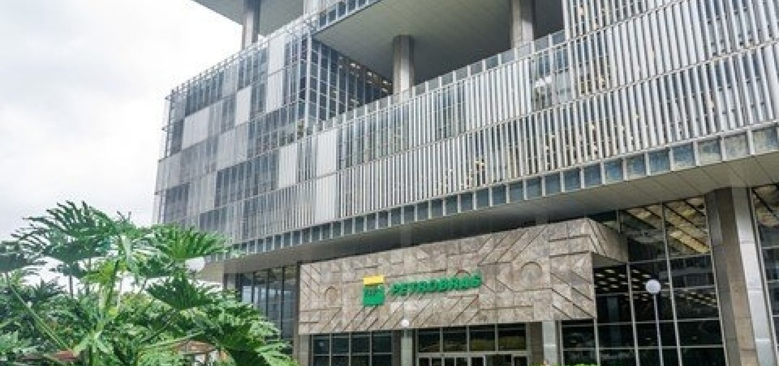 STF derruba decisão do TST que corrigia salários de empregados da Petrobras e custaria R$ 46 bi à estatal