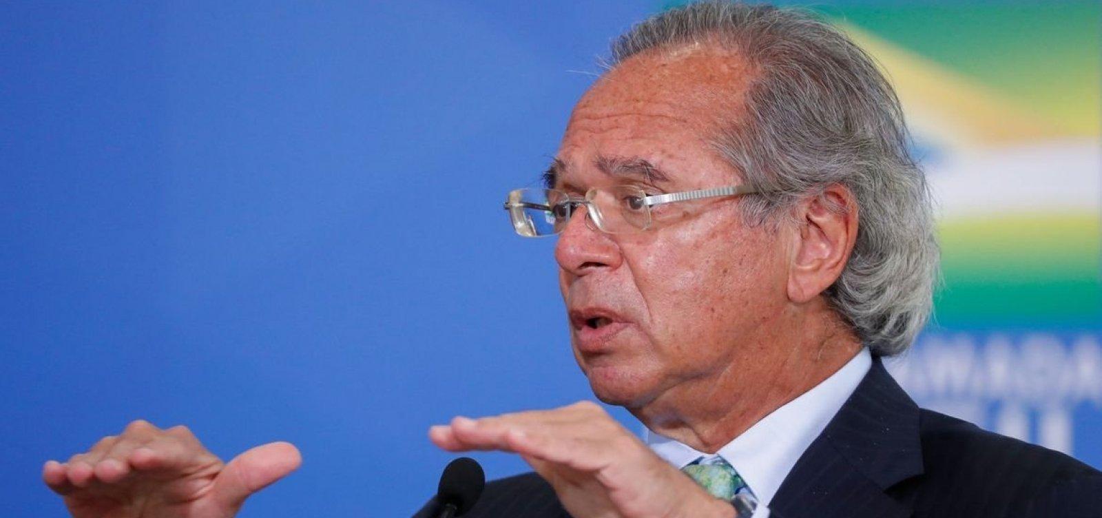 Orçamento pode acomodar aumento do Bolsa Família, diz Guedes
