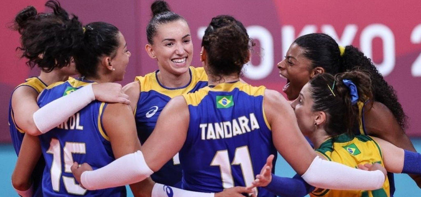 Brasil bate a Sérvia e mantém invencibilidade no vôlei feminino