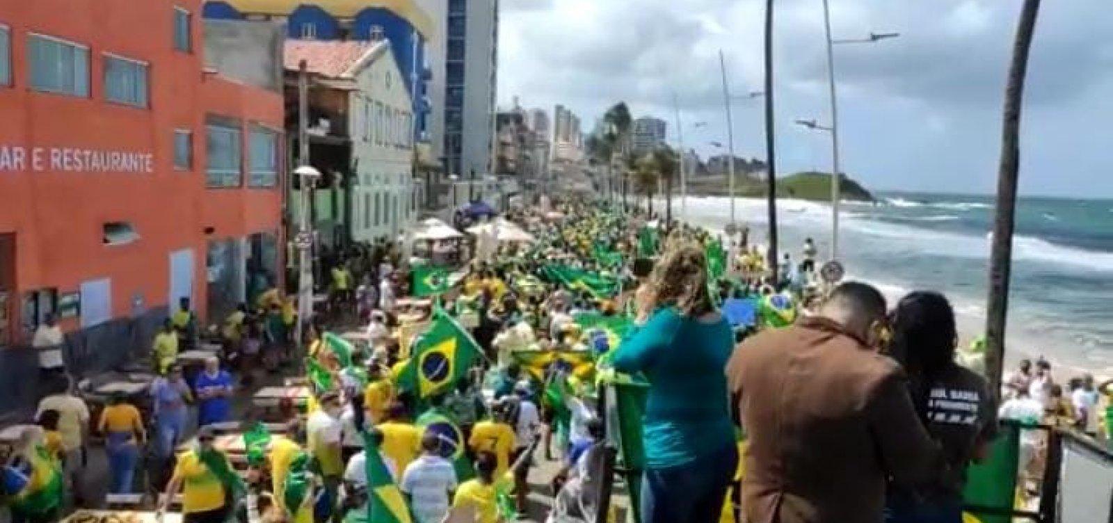 Grupo faz protesto a favor de Bolsonaro e pelo voto impresso no Farol da Barra