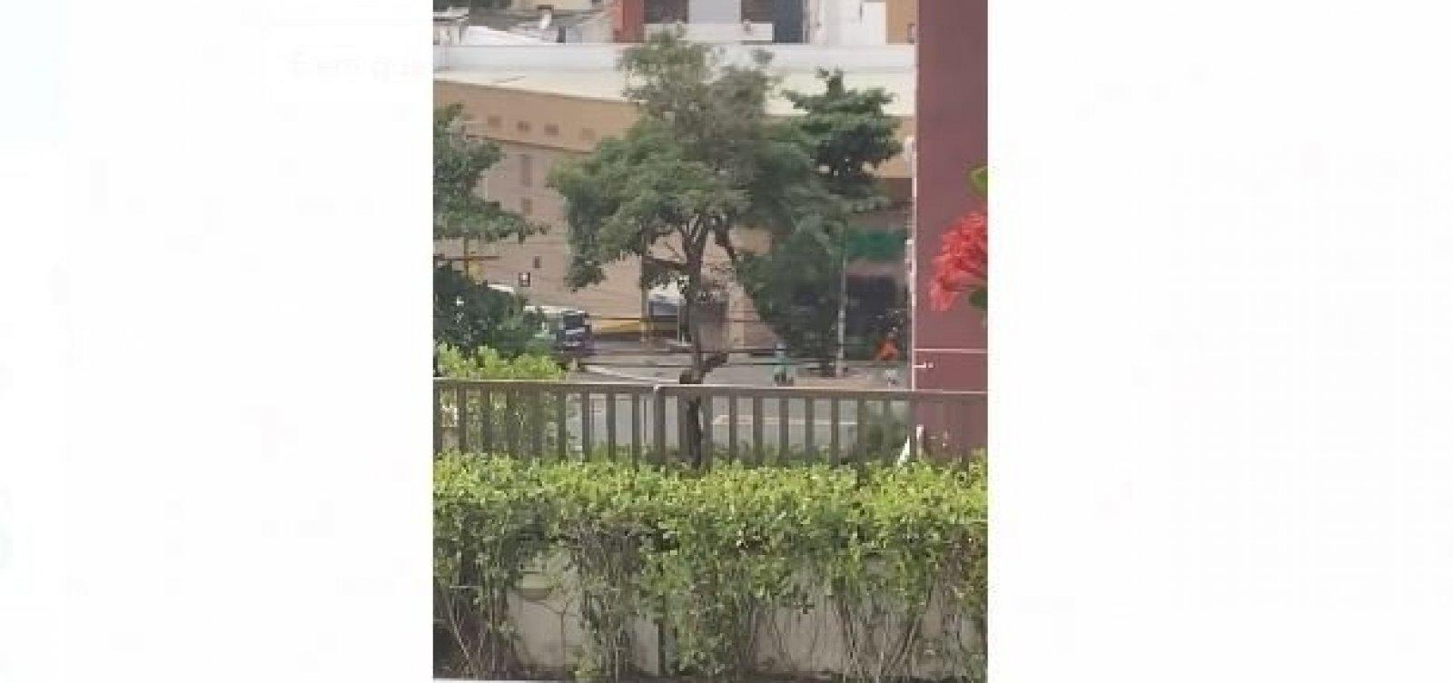 Seguranças reagem e evitam assalto a carro-forte na Pituba; tiroteio assustou moradores