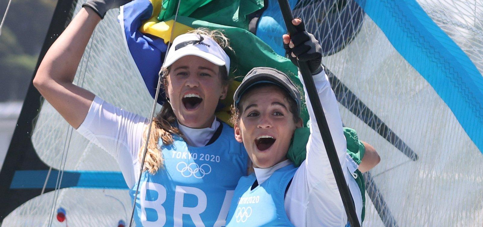 Dupla da vela leva ouro para o Brasil e é bicampeã olímpica