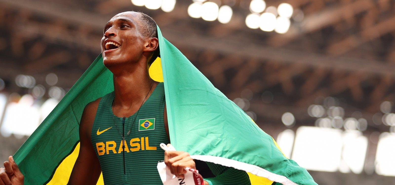 Atletismo brasileiro leva bronze nos 400m com barreiras