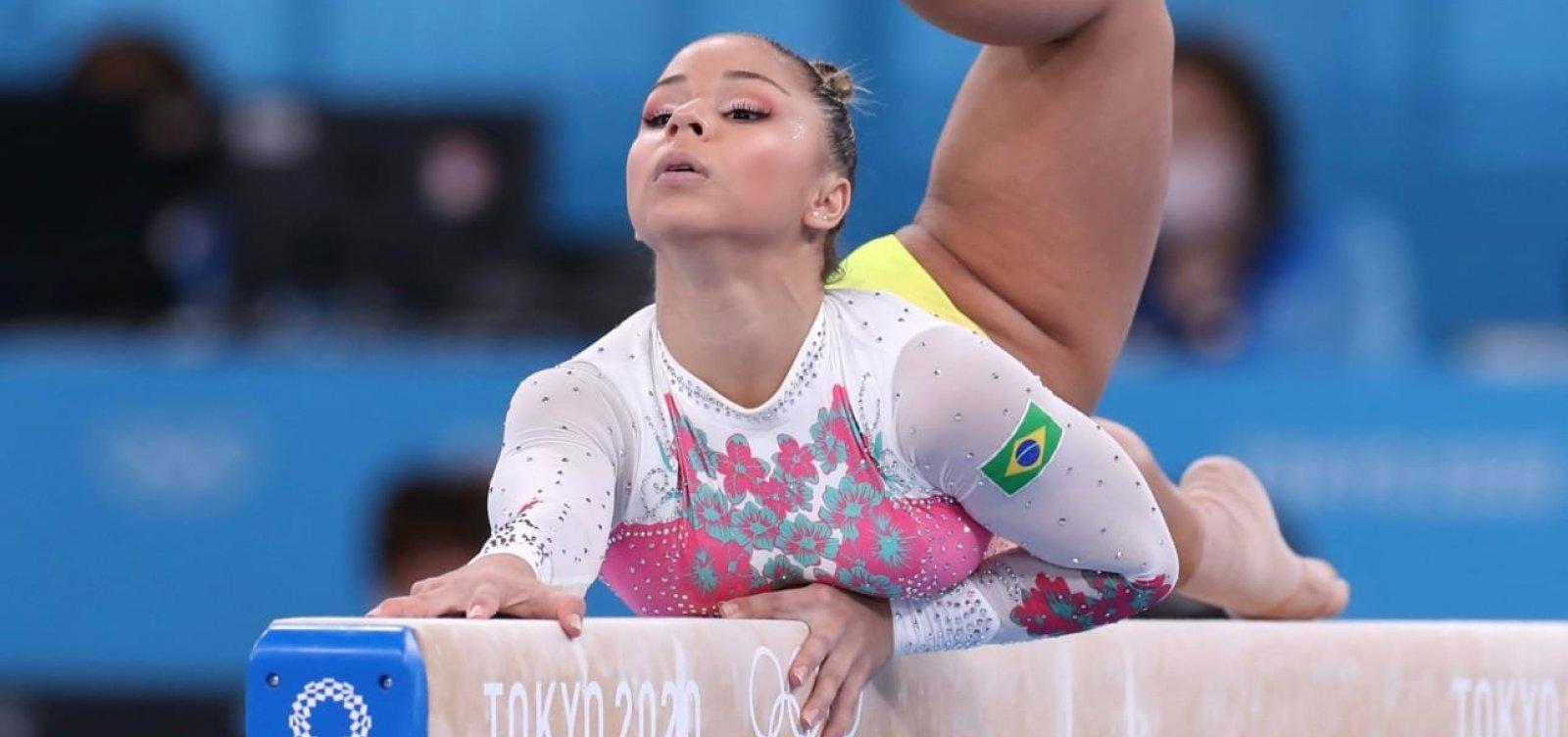 Na final da trave de equilíbrio, Flávia Saraiva fica em sétimo lugar após queda