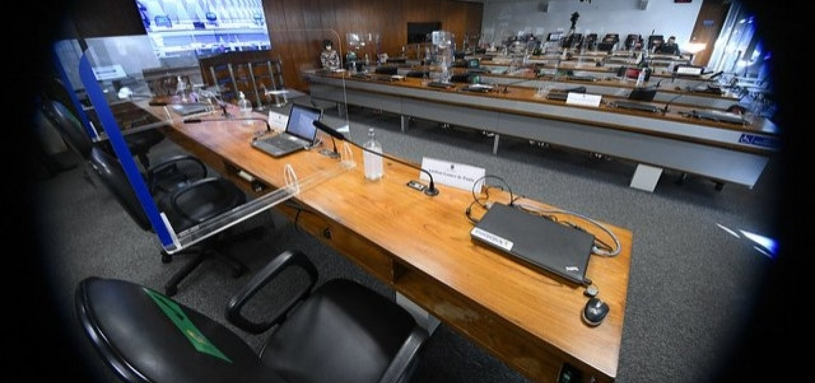 CPI retoma sessões e ouve reverendo que negociou vacinas em nome do governo