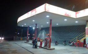 Bandidos assaltam posto de gasolina e esfaqueiam frentista em Jaguaquara