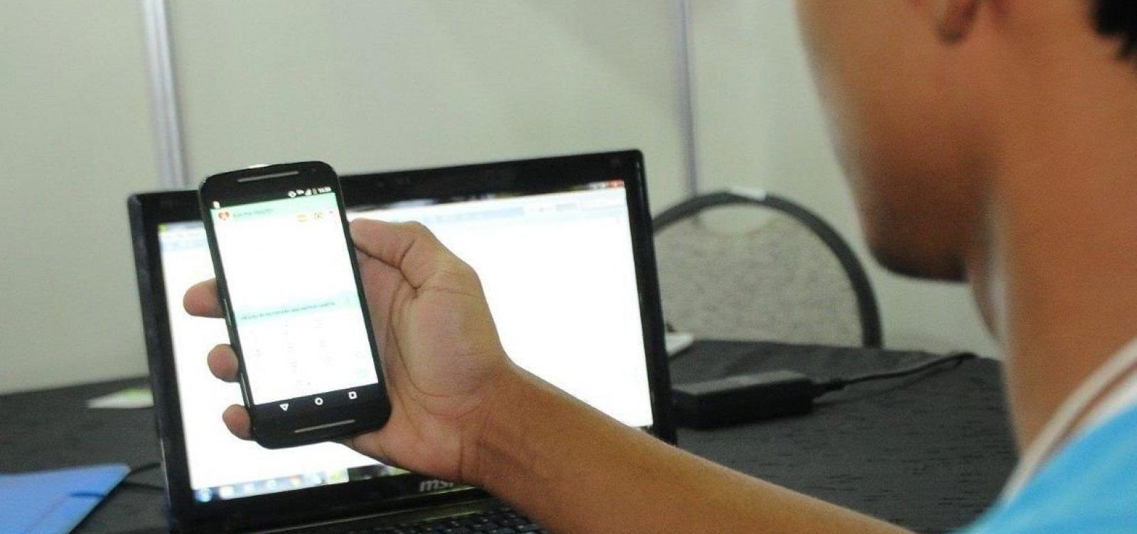 Bolsonaro edita MP que adia pagamento de internet a alunos de escolas públicas