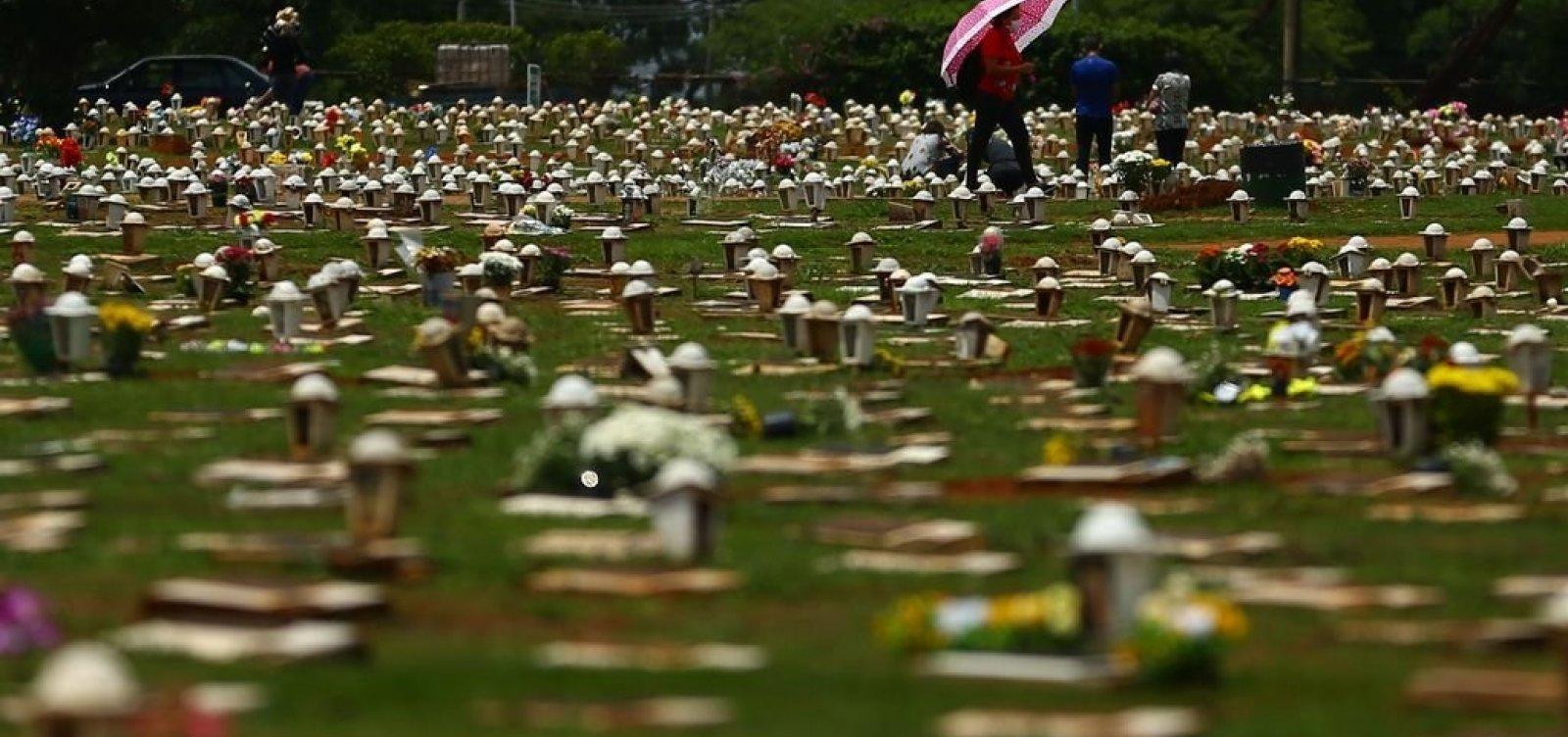 Brasil registra mais de 560 mil mortes por Covid, com 1.086 óbitos registrados em 24 h