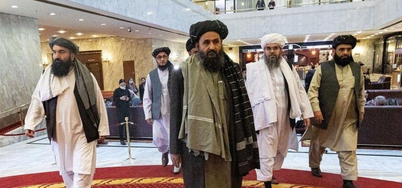 Após 20 anos fora do Afeganistão, líder político do Talibã volta do exílio