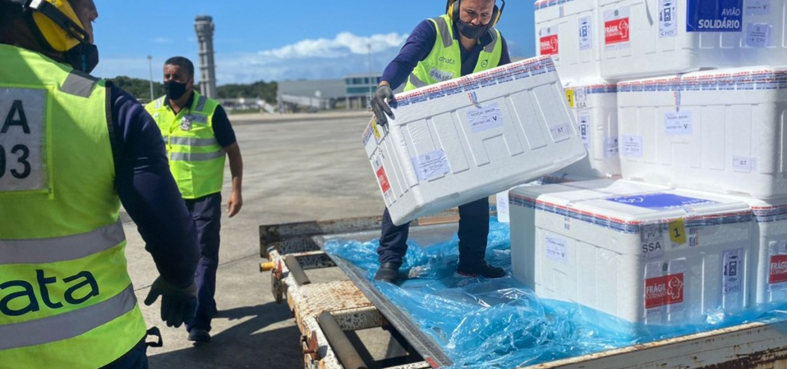 Bahia recebe mais de 340 mil doses de vacinas contra a Covid-19
