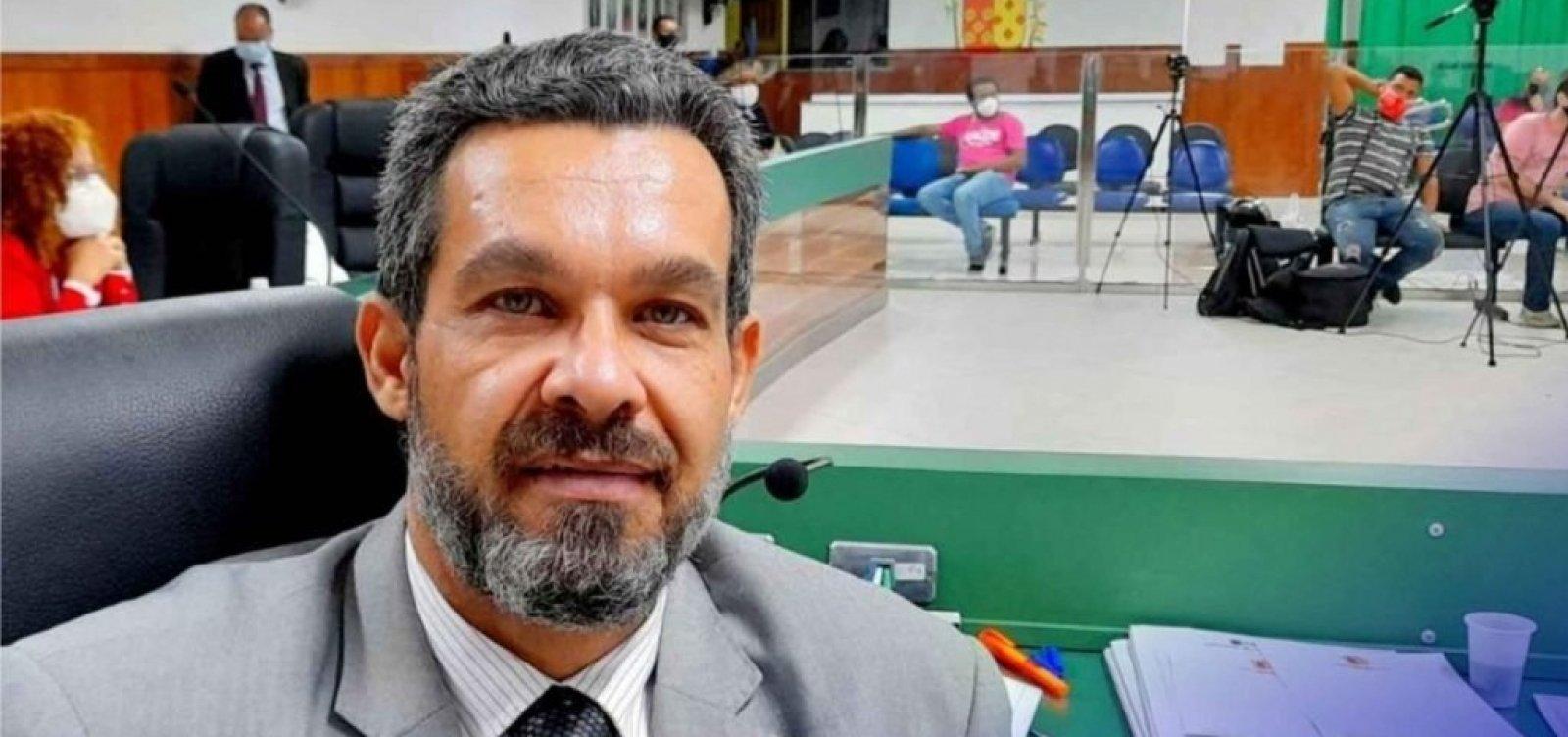 """Câmara de Ilhéus cassa mandato de vereador acusado de """"rachadinha"""""""