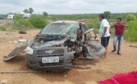 Colisão entre dois veículos deixa médica de 59 anos morta na BR-116