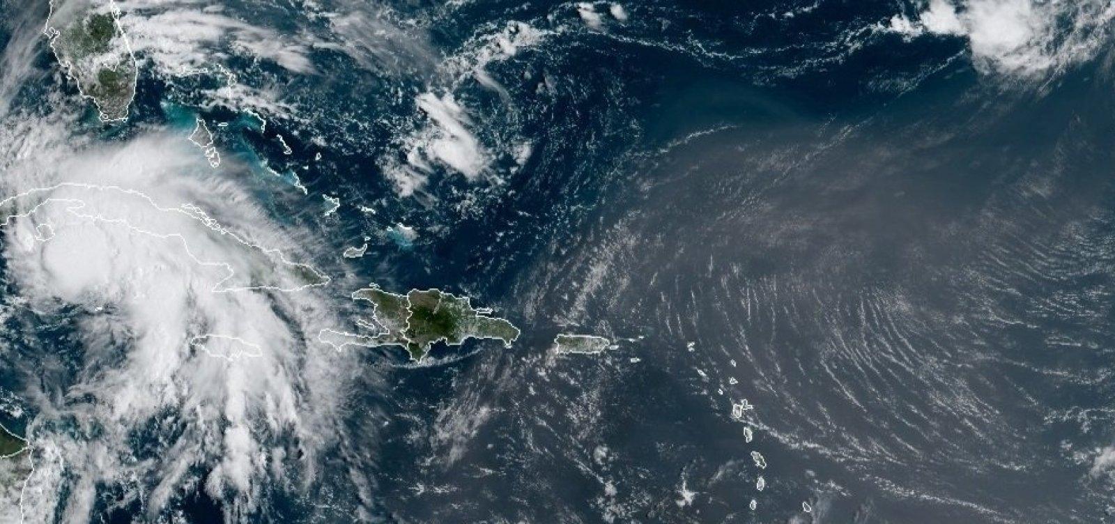 Furacão Ida atinge a costa dos Estados Unidos