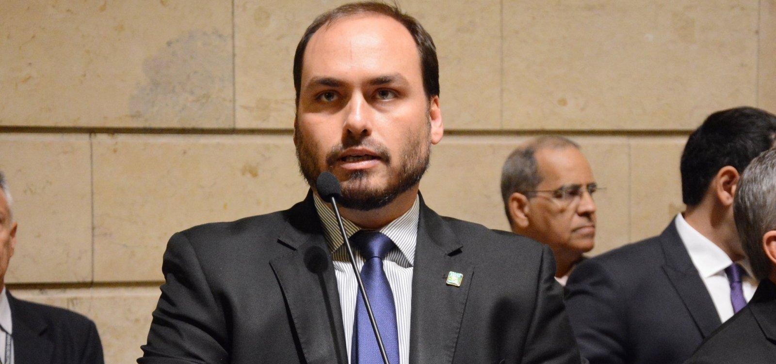 Carlos Bolsonaro tem sigilos quebrados pela Justiça em apuração sobre funcionários 'fantasmas' na Câmara do Rio