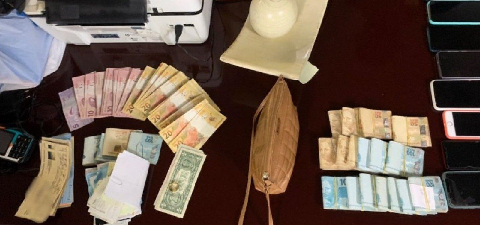 Polícia descobre casa de prostituição que sorteava mulheres por meio de rifas em Salvador
