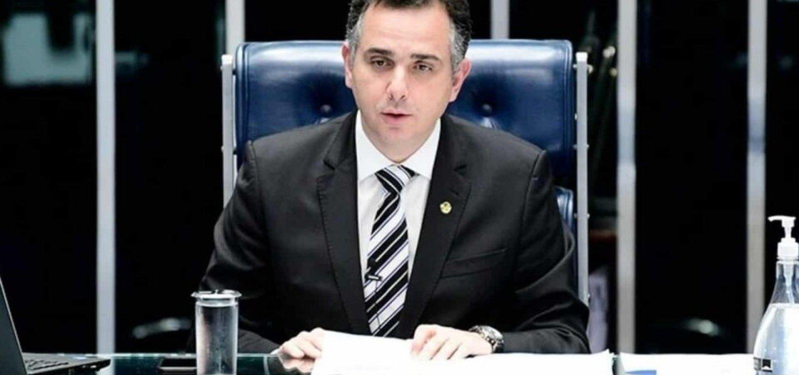 Presidente do Senado pede 'defesa do Estado democrático de Direito' e não vai à cerimônia com Bolsonaro
