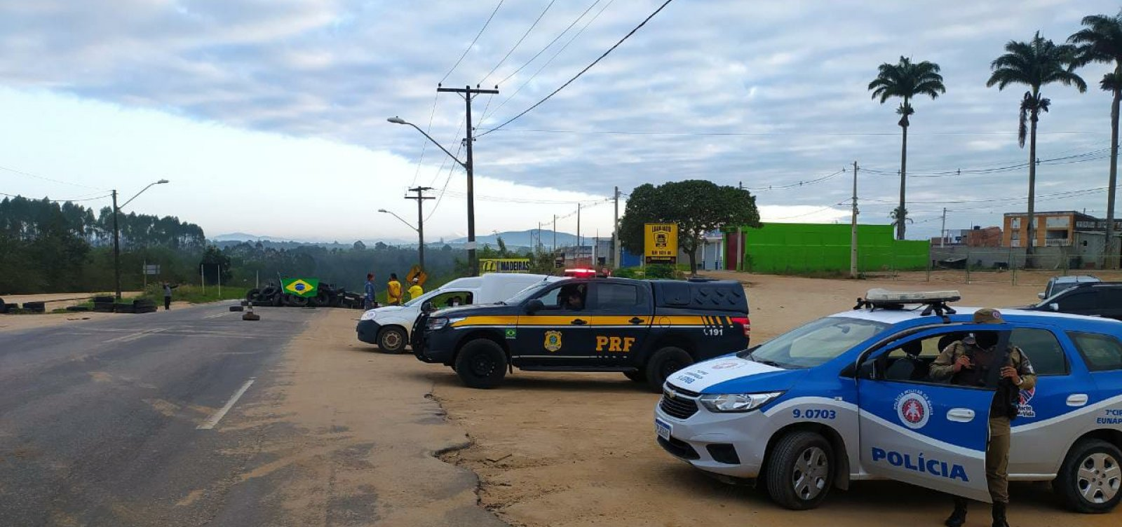 BR-116: trechos interditados por caminhoneiros são desbloqueados pela polícia