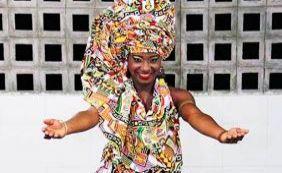 Após Noite da Beleza Negra, Larissa Oliveira é escolhida como Deusa do Ébano