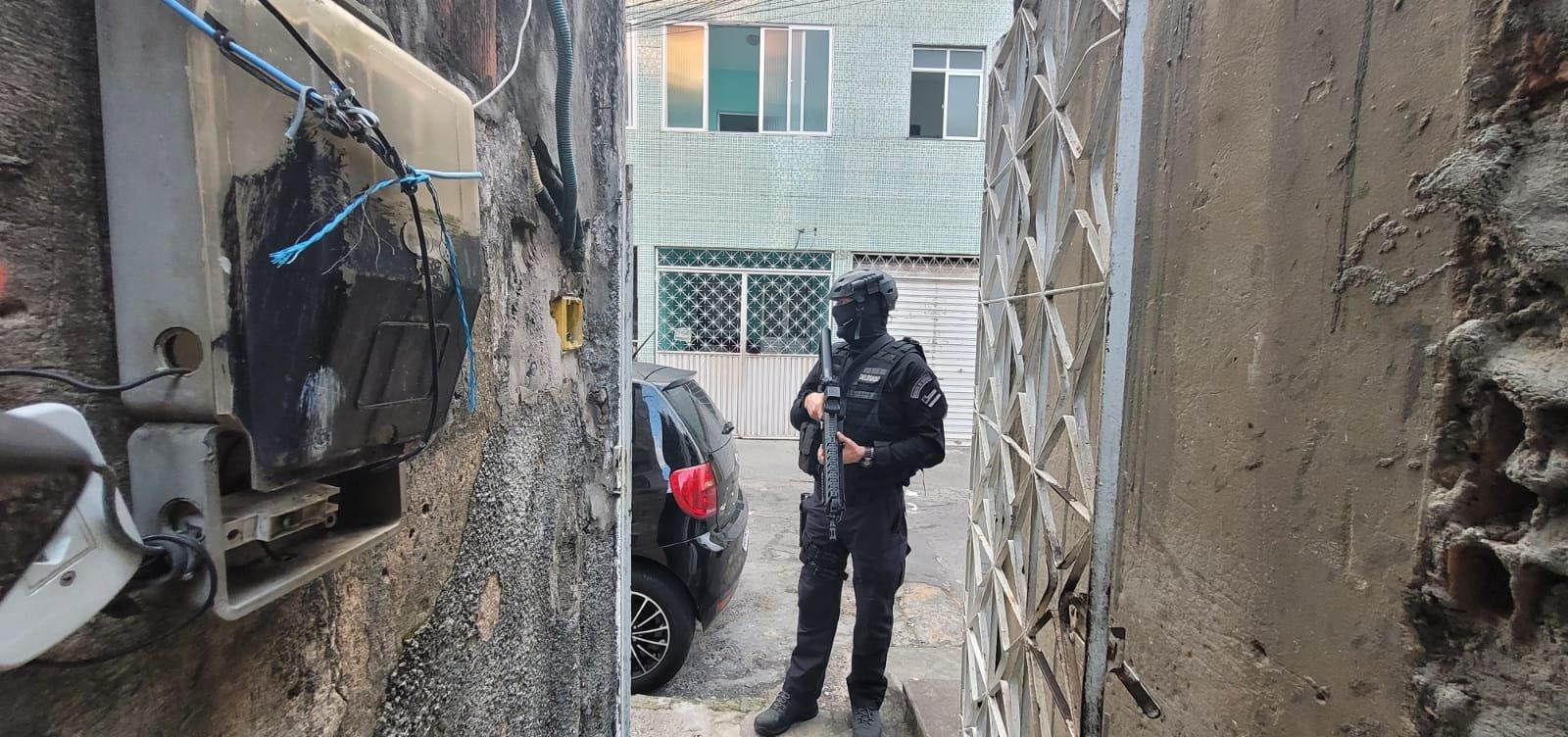 Polícia prende dois homens envolvidos em sequestros em Salvador