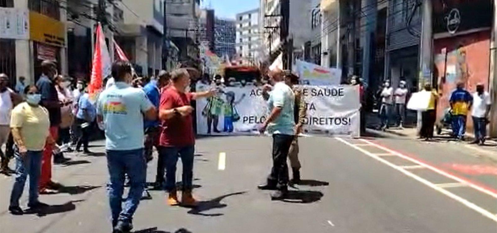 Profissionais da saúde realizam manifestação por reajuste salarial no Centro de Salvador