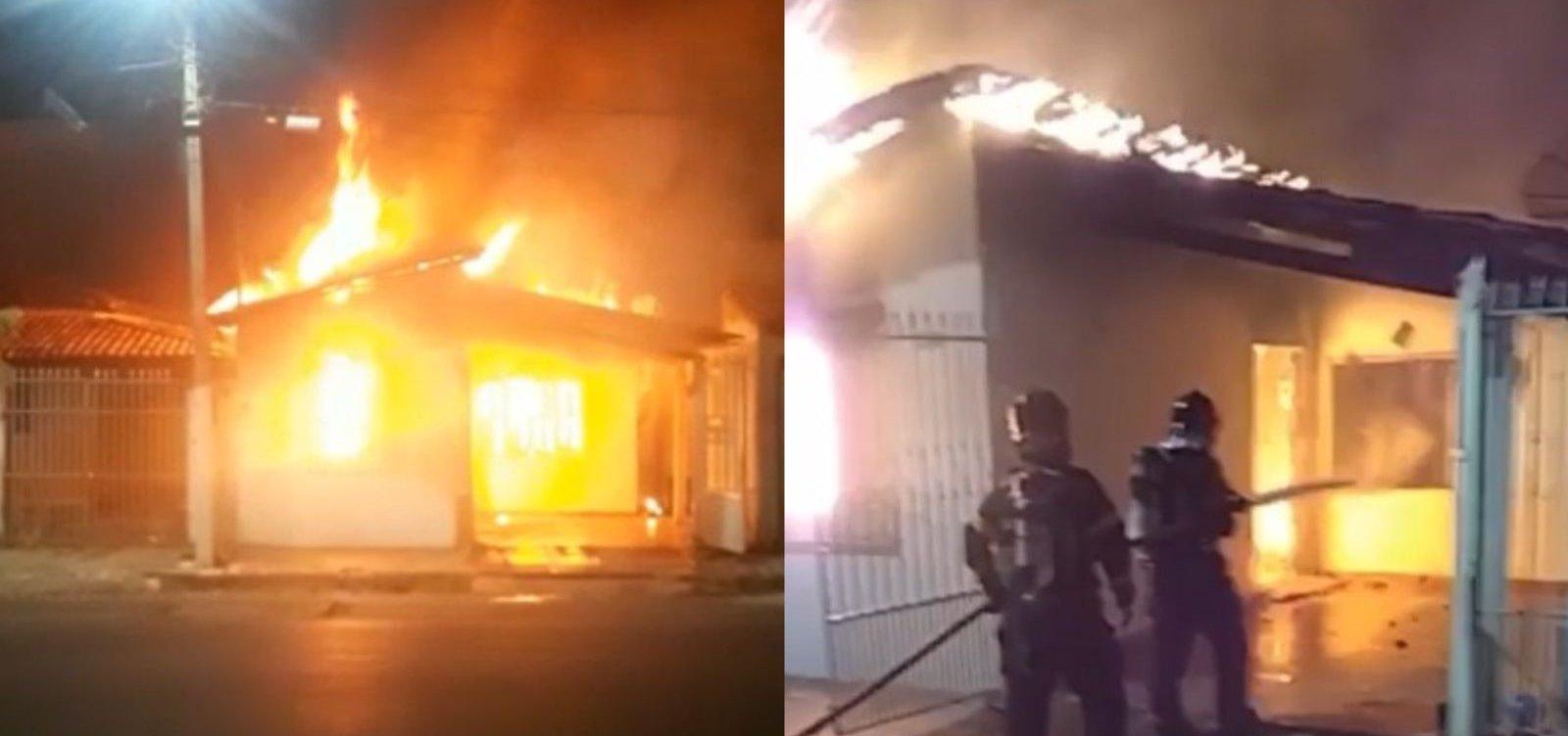 Casa é atingida por incêndio em Barreiras; moradores estavam ausentes